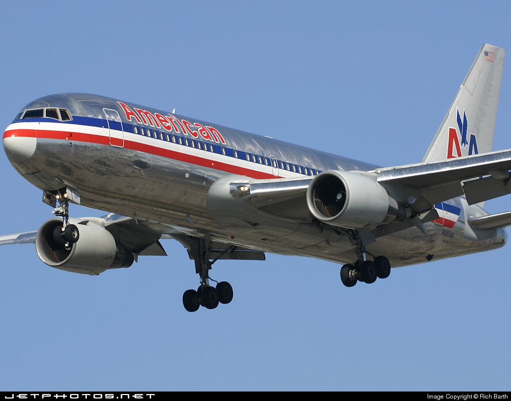 Photo of N321AA Boeing 767-223(ER) by Rich Barth