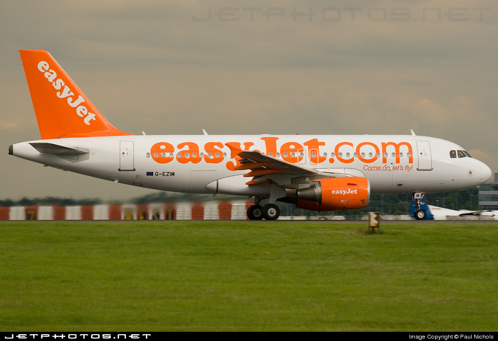 Photo of G-EZIM Airbus A319-111 by Paul Nichols