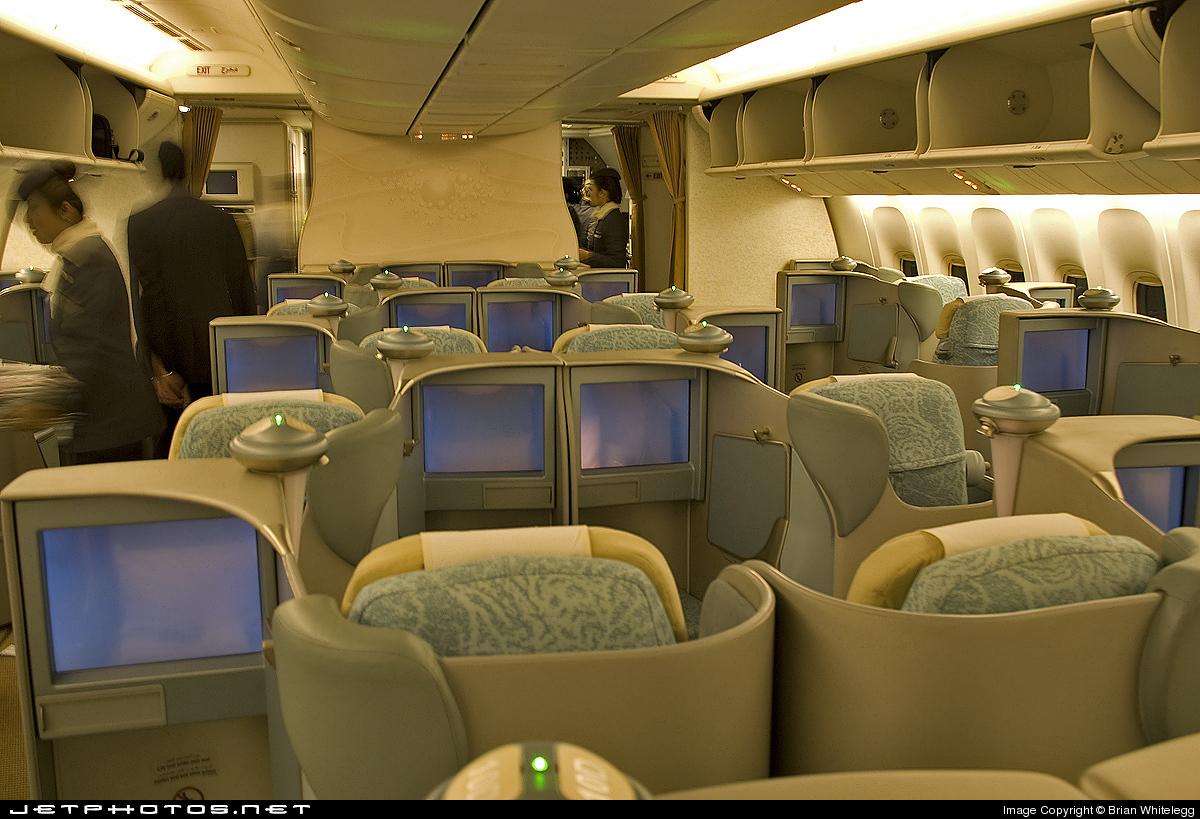 Photo of A6-ETC Boeing 777-3FXER by Brian Whitelegg