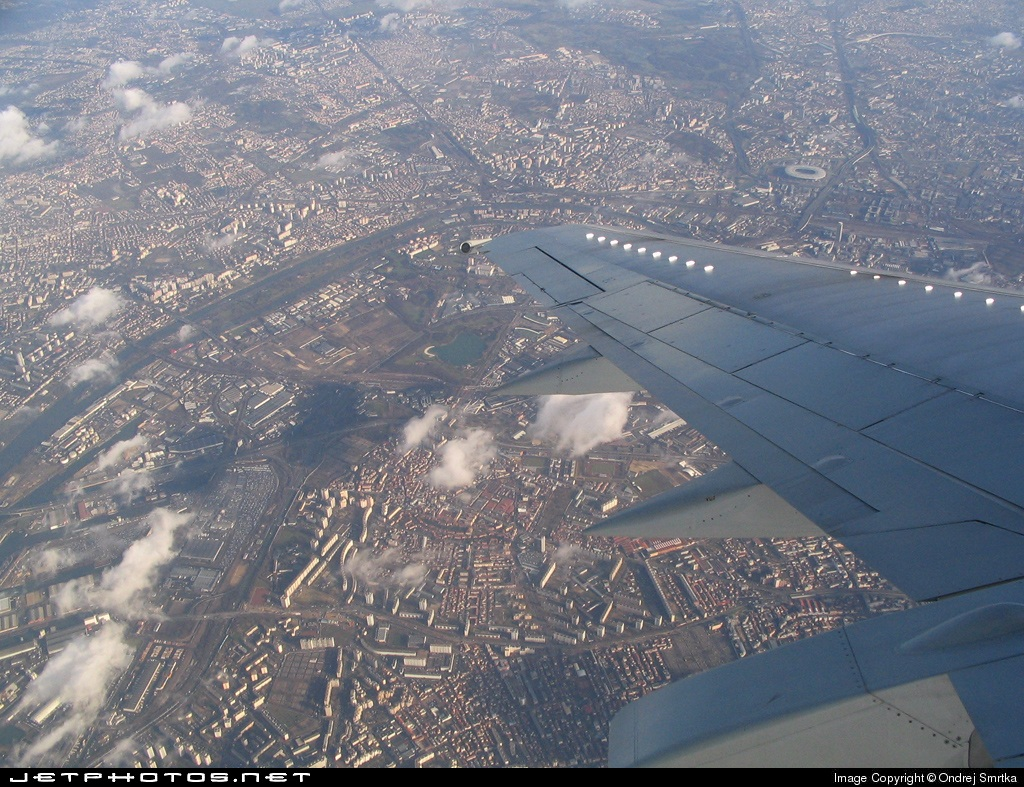 Photo of F-GJNM Boeing 737-528 by Ondrej Smrtka