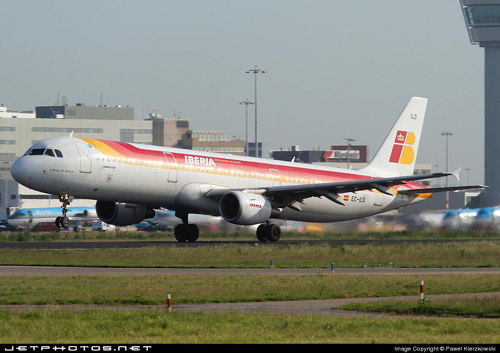 Photo of EC-ILO Airbus A321-211 by Pawel Kierzkowski