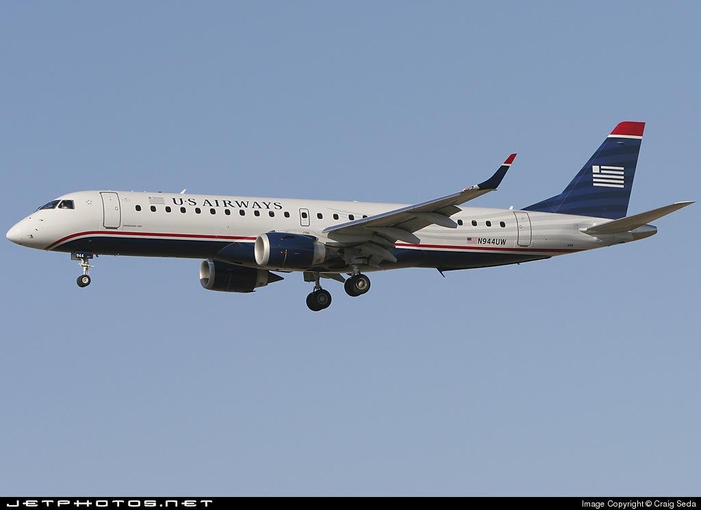 Photo of N944UW Embraer 190-100IGW by Craig Seda