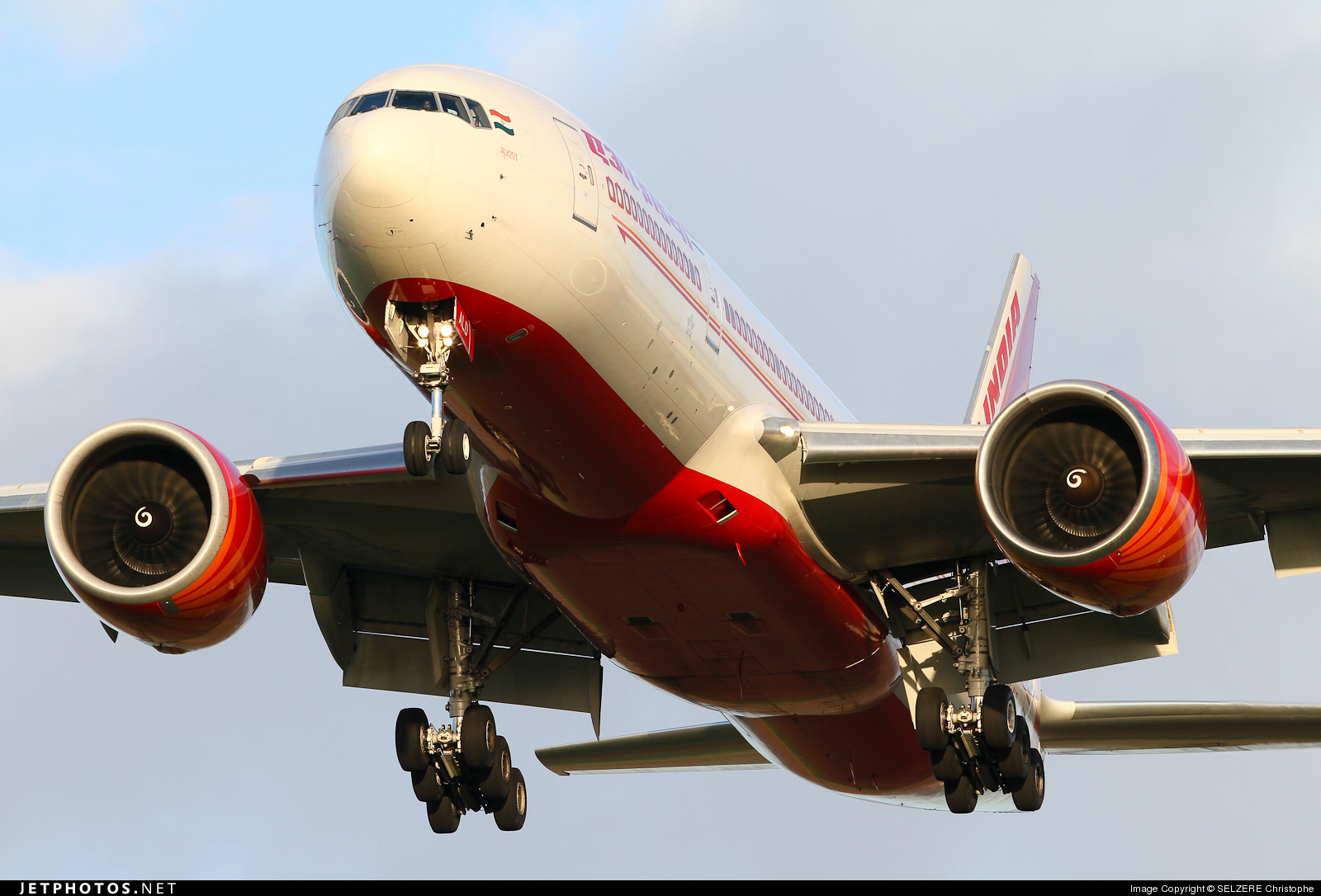 Photo of VT-ALD Boeing 777-237LR by SELZERE Christophe