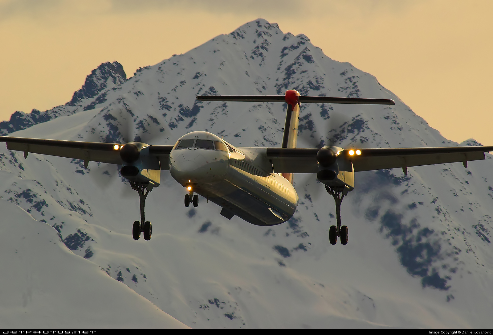 Photo of OE-LGA Bombardier Dash 8-Q402 by Danijel Jovanovic - AirTeamImages
