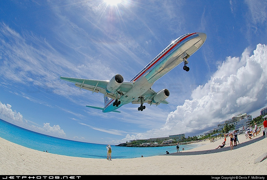 Photo of N679AN Boeing 757-223 by Denis F. McBriarty