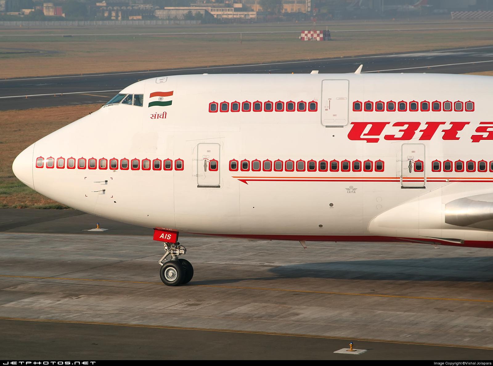 Photo of VT-AIS Boeing 747-4H6 by Vishal Jolapara
