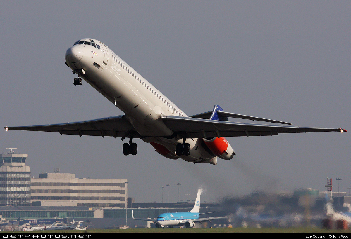Photo of SE-DIS McDonnell Douglas MD-82 by Tony Woof
