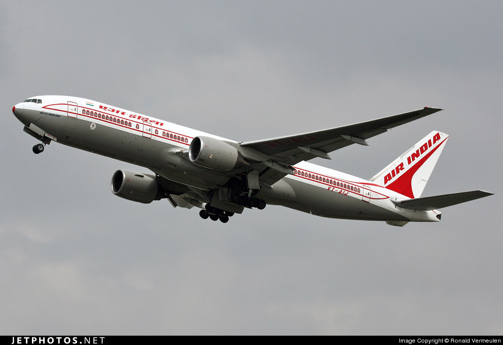 Photo of VT-AIJ Boeing 777-222(ER) by Ronald Vermeulen