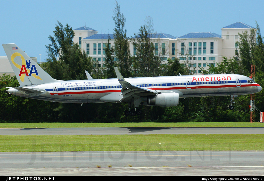 Photo of N690AA Boeing 757-223 by Orlando G Rivera Rivera