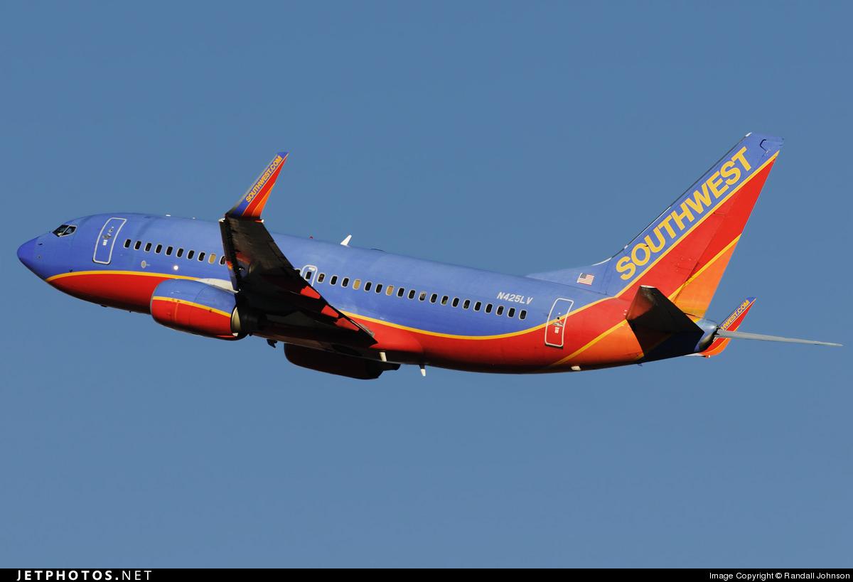 Photo of N425LV Boeing 737-7H4 by Randall Johnson