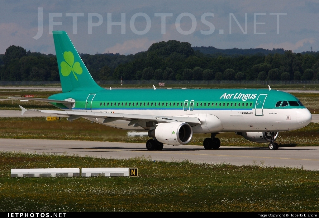 Photo of EI-DVJ Airbus A320-214 by Roberto Bianchi