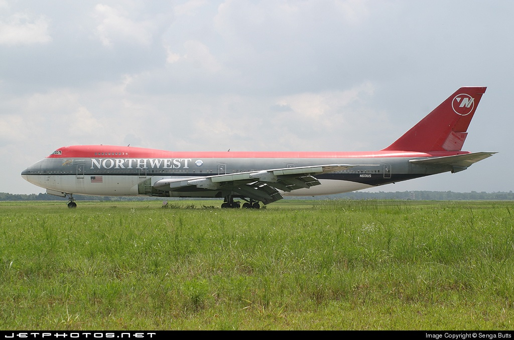 Photo of N601US Boeing 747-151 by Senga Butts