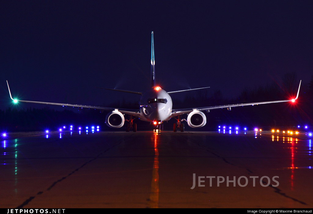 Photo of C-FBWJ Boeing 737-7CT by Maxime Branchaud