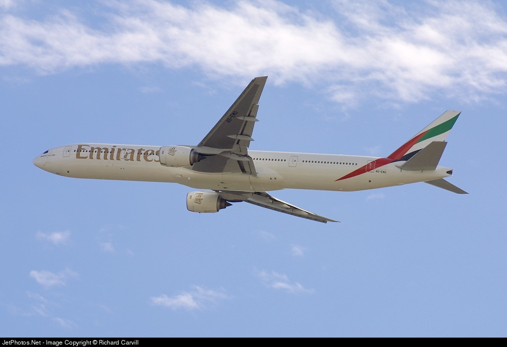 Photo of A6-EMO Boeing 777-31H by Richard Carvill