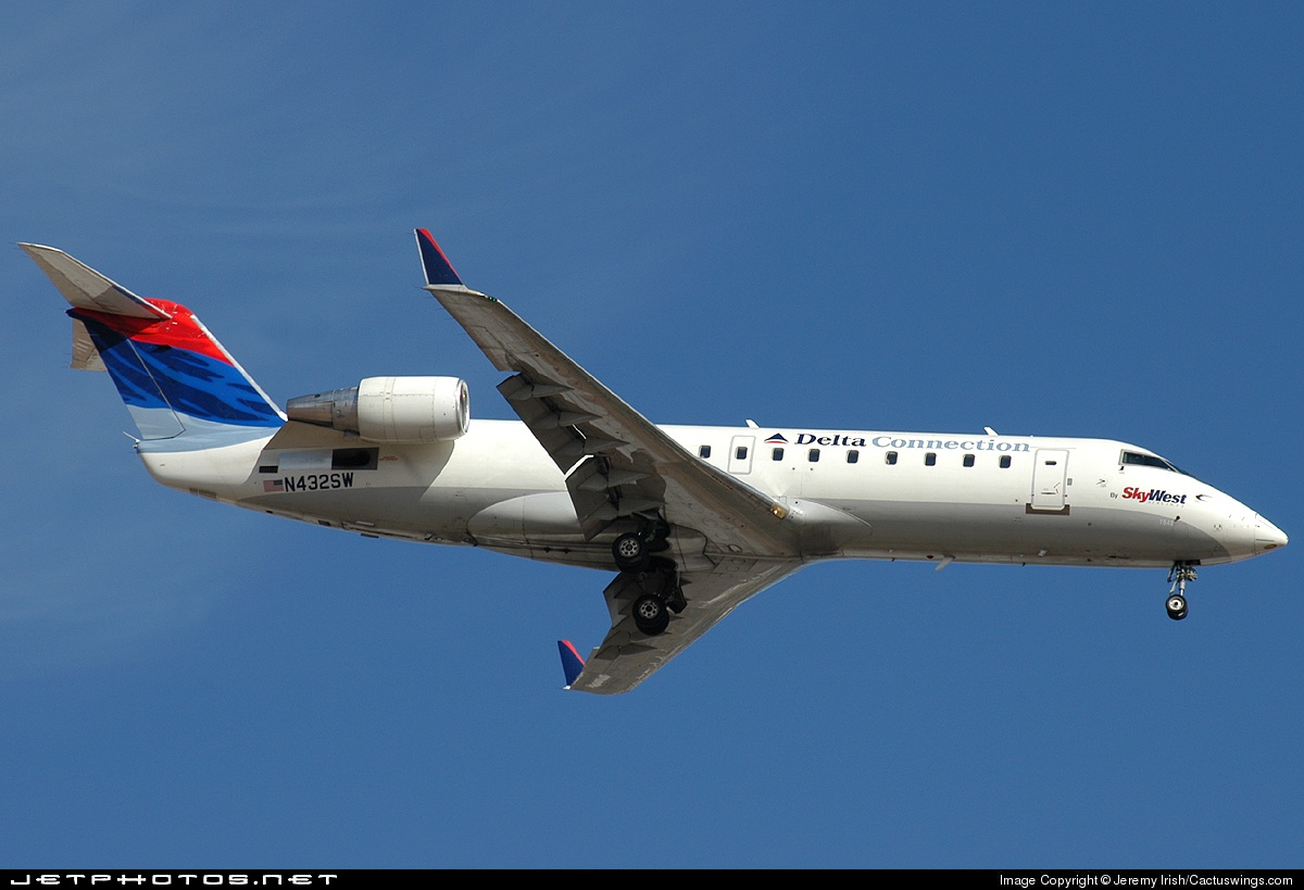 Photo of N432SW Bombardier CRJ-200ER by Jeremy P. Irish/v1aviationphotos.com