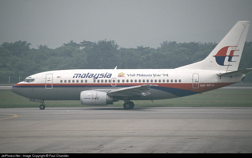 Photo of 9M-MFA Boeing 737-5H6 by Paul Chandler