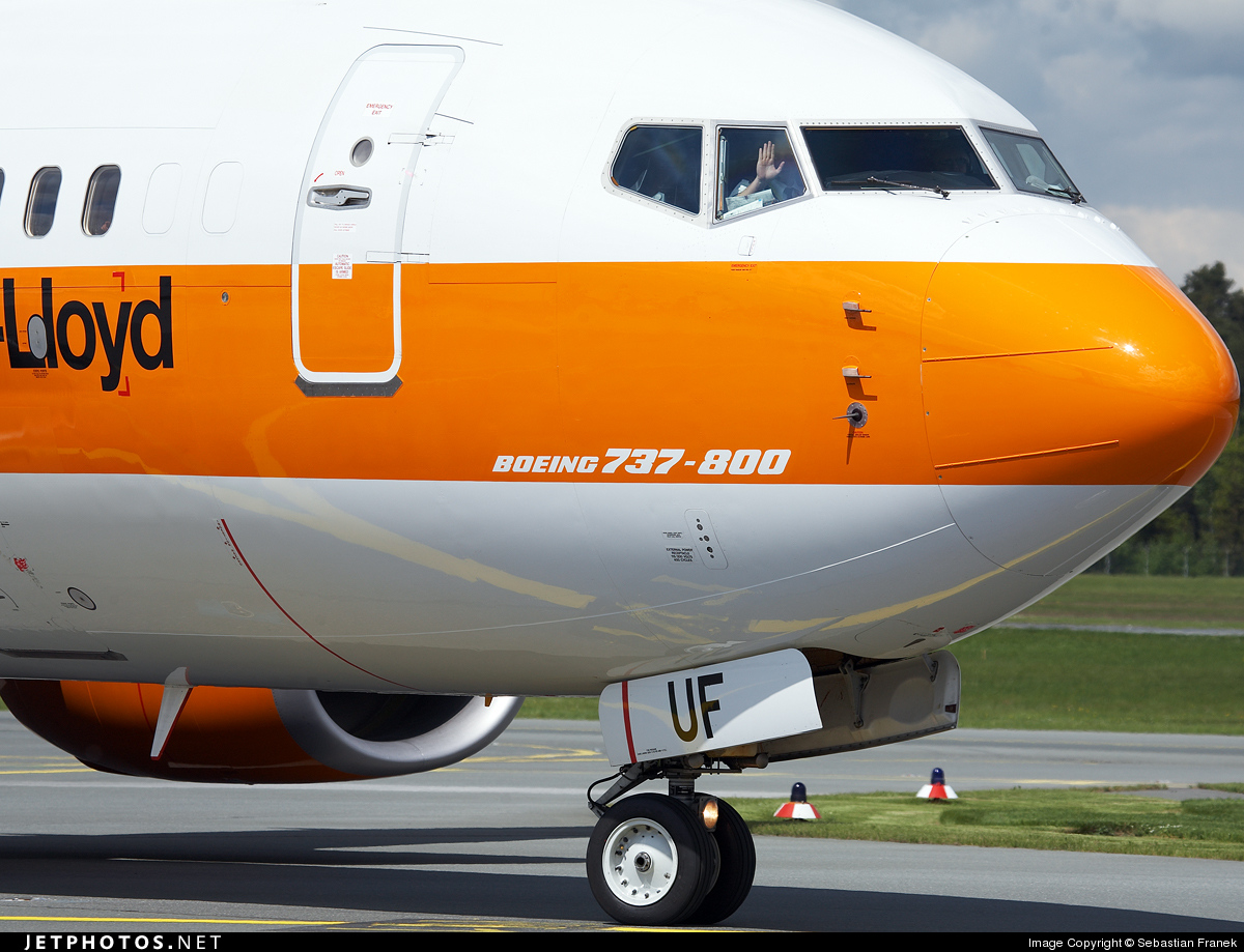 Photo of D-ATUF Boeing 737-8K5 by Sebastian Franek
