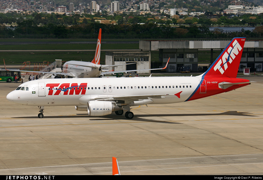 Photo of PR-MHW Airbus A320-214 by Davi P. Ribeiro