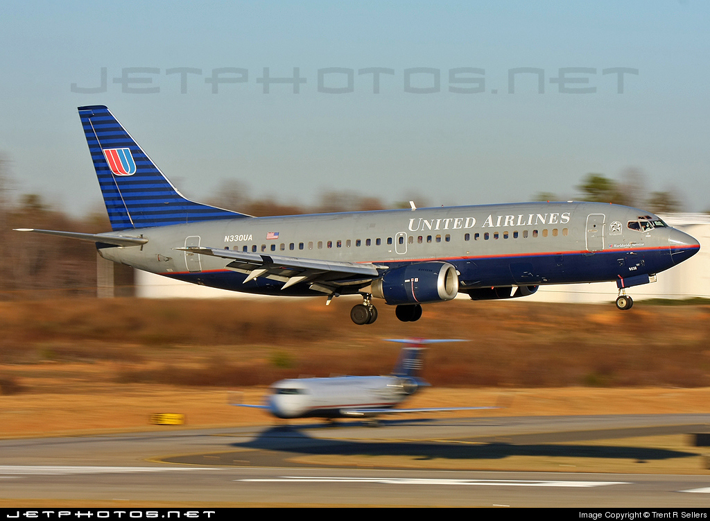 Photo of N330UA Boeing 737-322 by Trent R Sellers