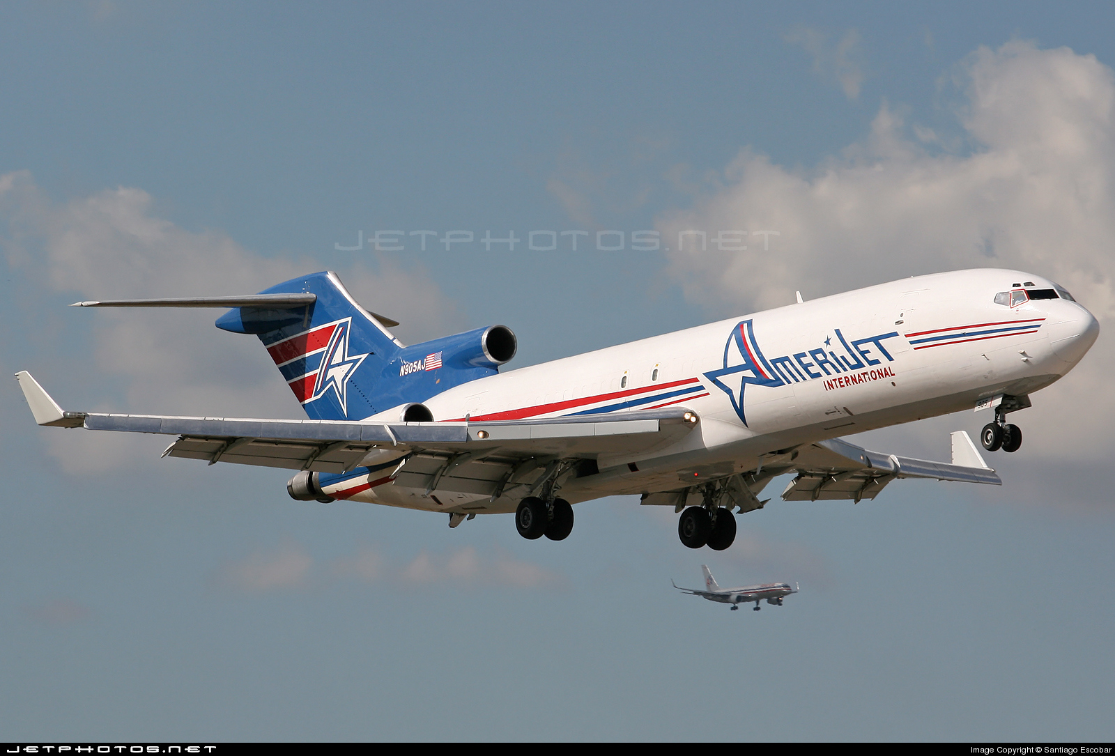 Photo of N905AJ Boeing 727-231(Adv)(F) by Santiago Escobar