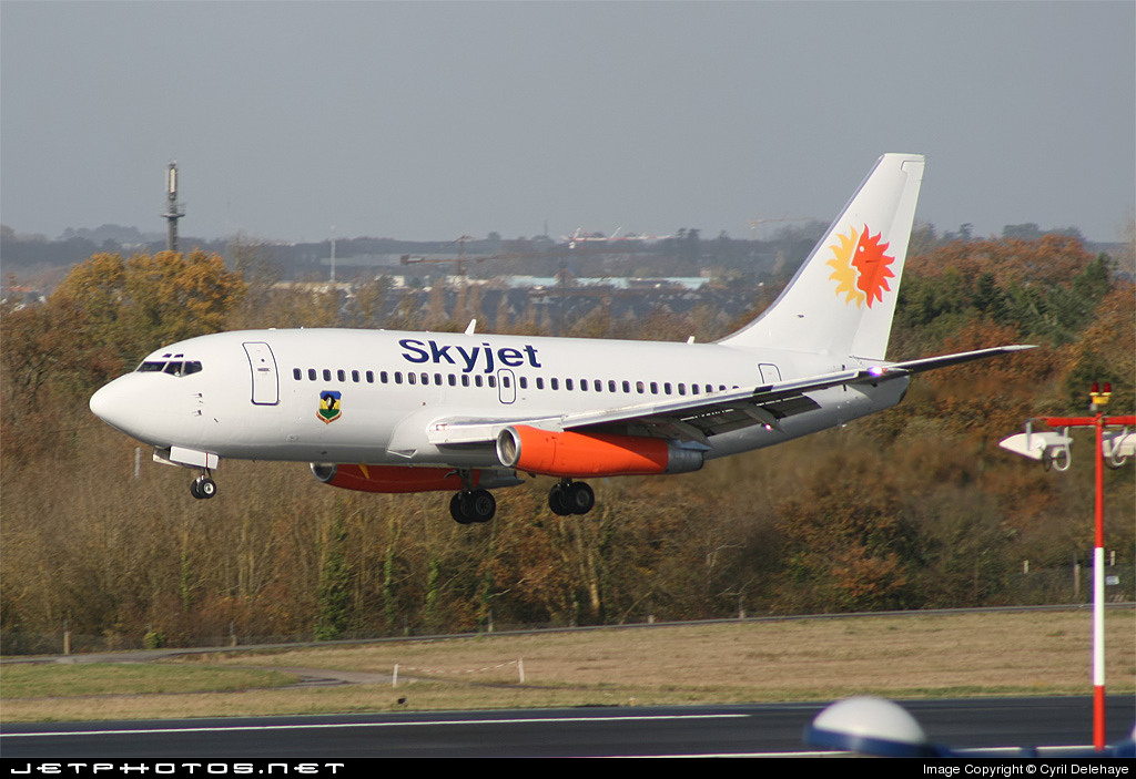 Photo of N326DL Boeing 737-232(Adv) by Cyril Delehaye