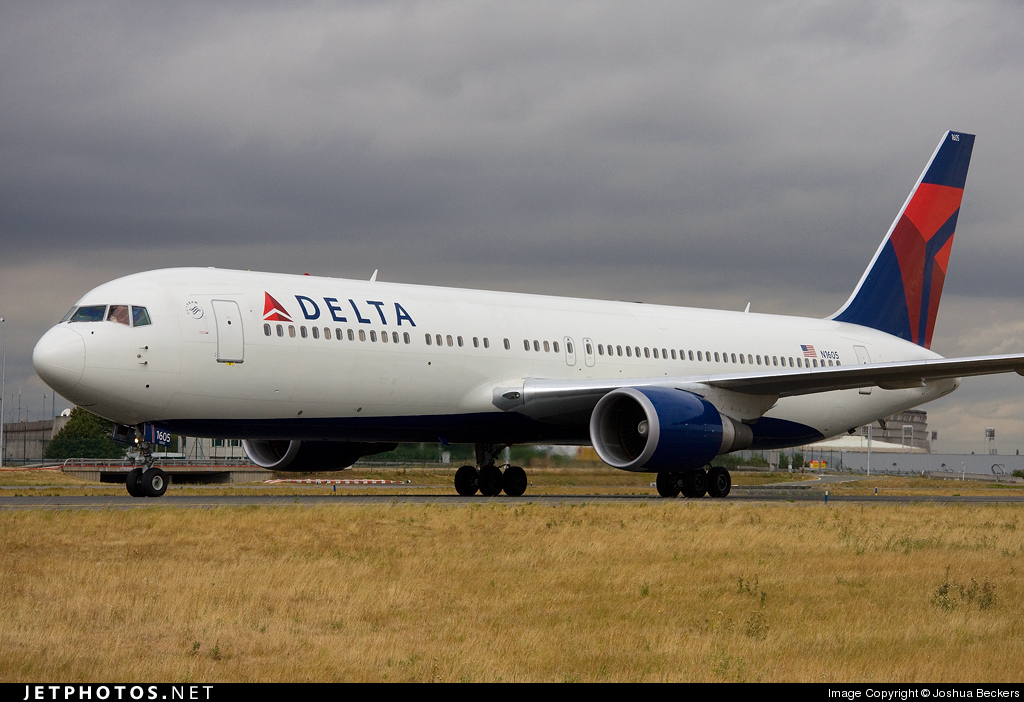 Photo of N1605 Boeing 767-332(ER) by Joshua Beckers