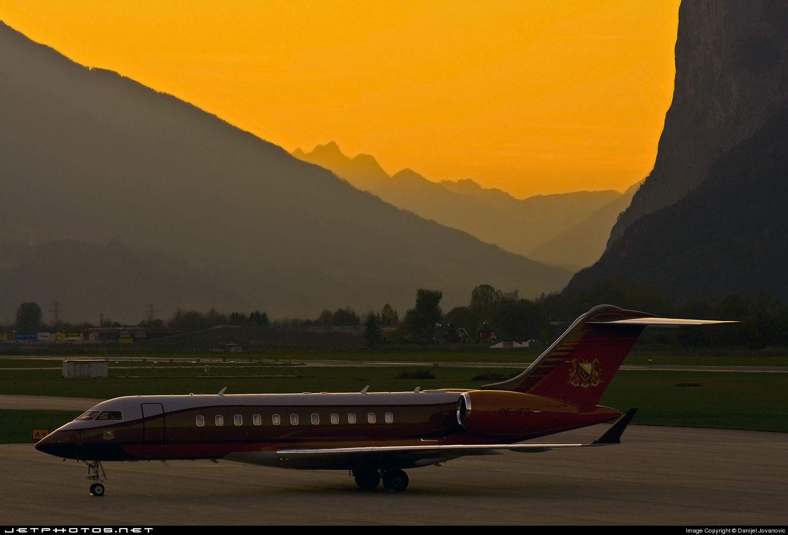Photo of OE-IFG Bombardier BD-700-1A11 Global 5000 by Danijel Jovanovic - AirTeamImages