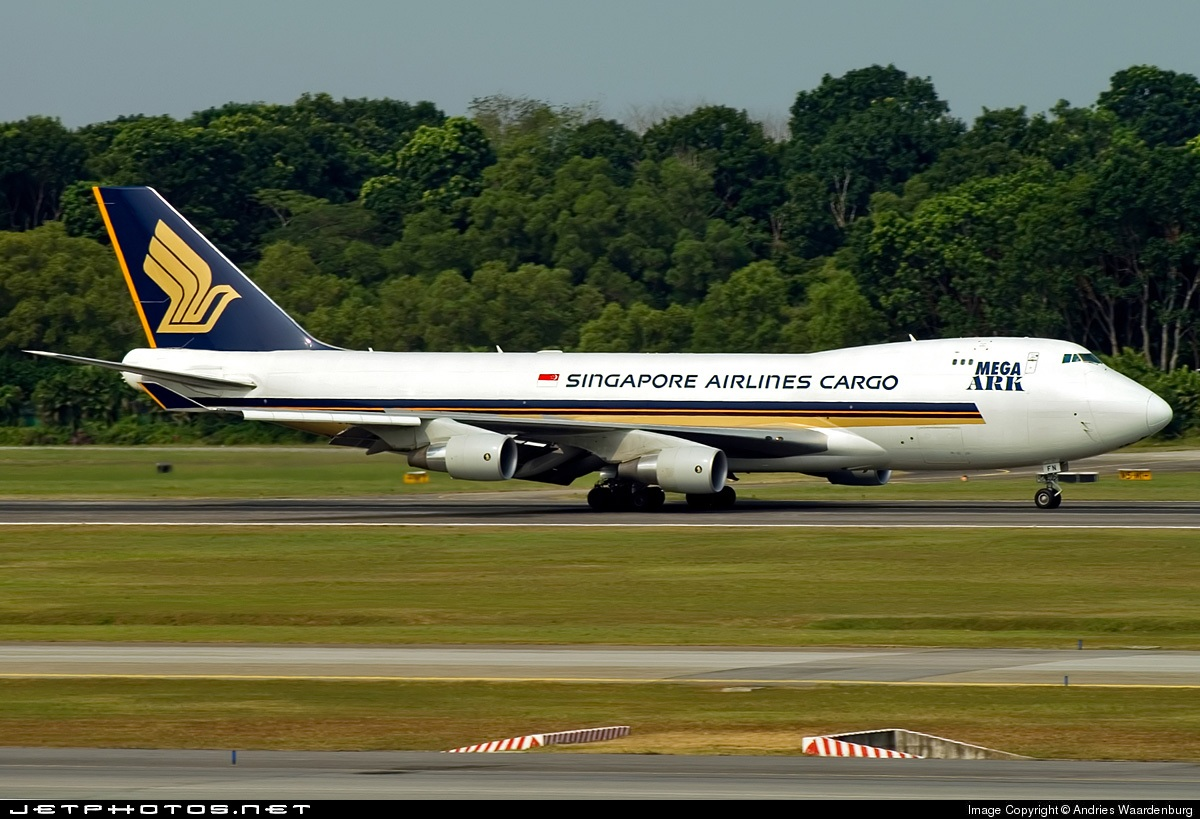 Photo of 9V-SFN Boeing 747-412F(SCD) by Andries Waardenburg