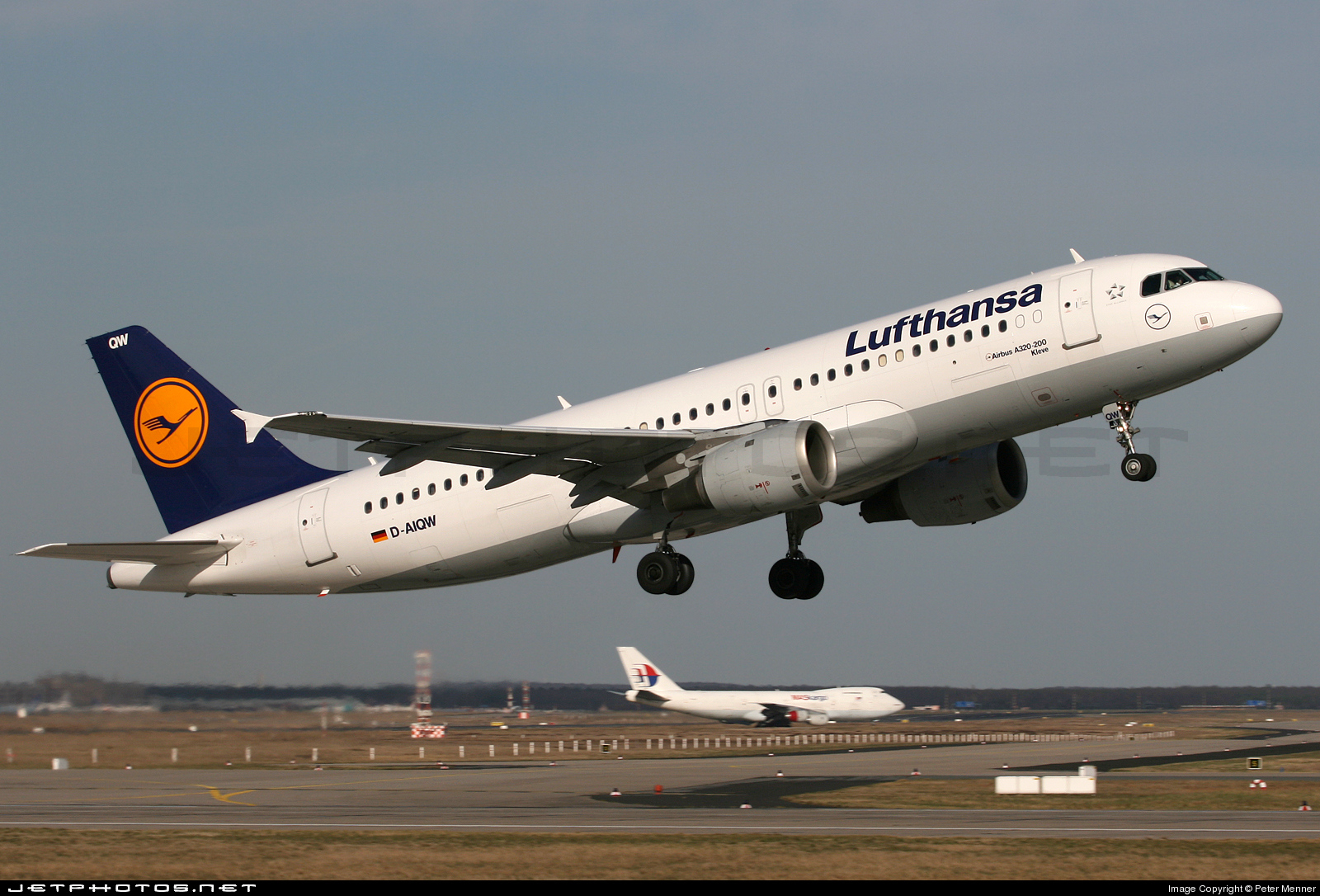 Photo of D-AIQW Airbus A320-211 by Peter Menner