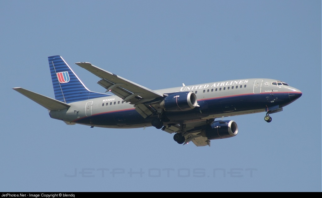 Photo of N330UA Boeing 737-322 by Blend Qatipi