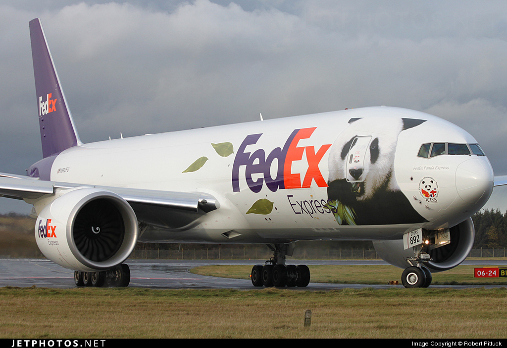 Photo of N892FD Boeing 777-FS2 by Robert Pittuck