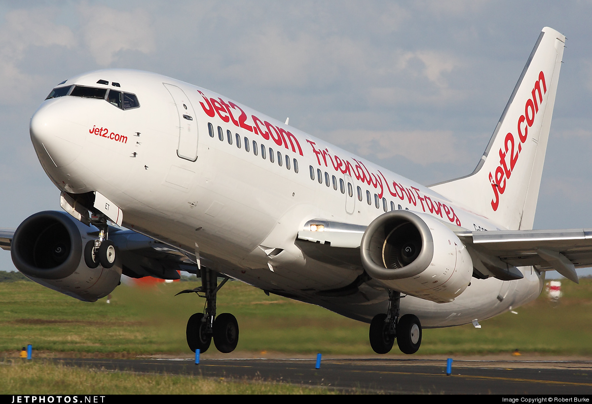 Photo of G-CGET Boeing 737-33A by Robert Burke