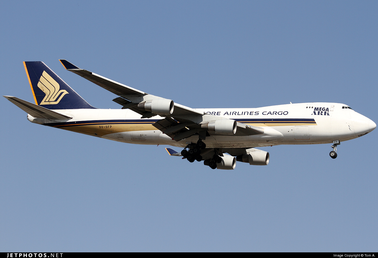 Photo of 9V-SFP Boeing 747-412F(SCD) by Tom A.