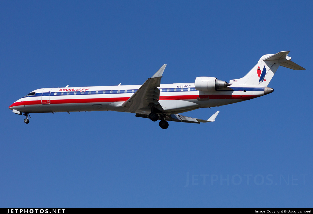 Photo of N520DC Bombardier CRJ-701 by Doug Lambert