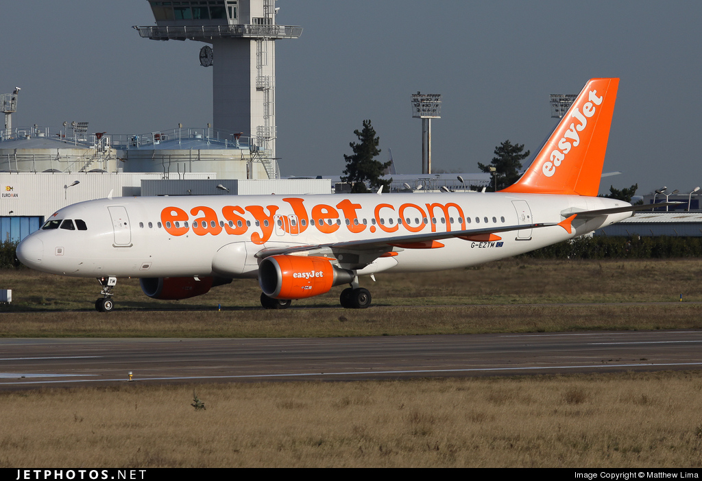 Photo of G-EZTM Airbus A320-214 by Matthew Lima
