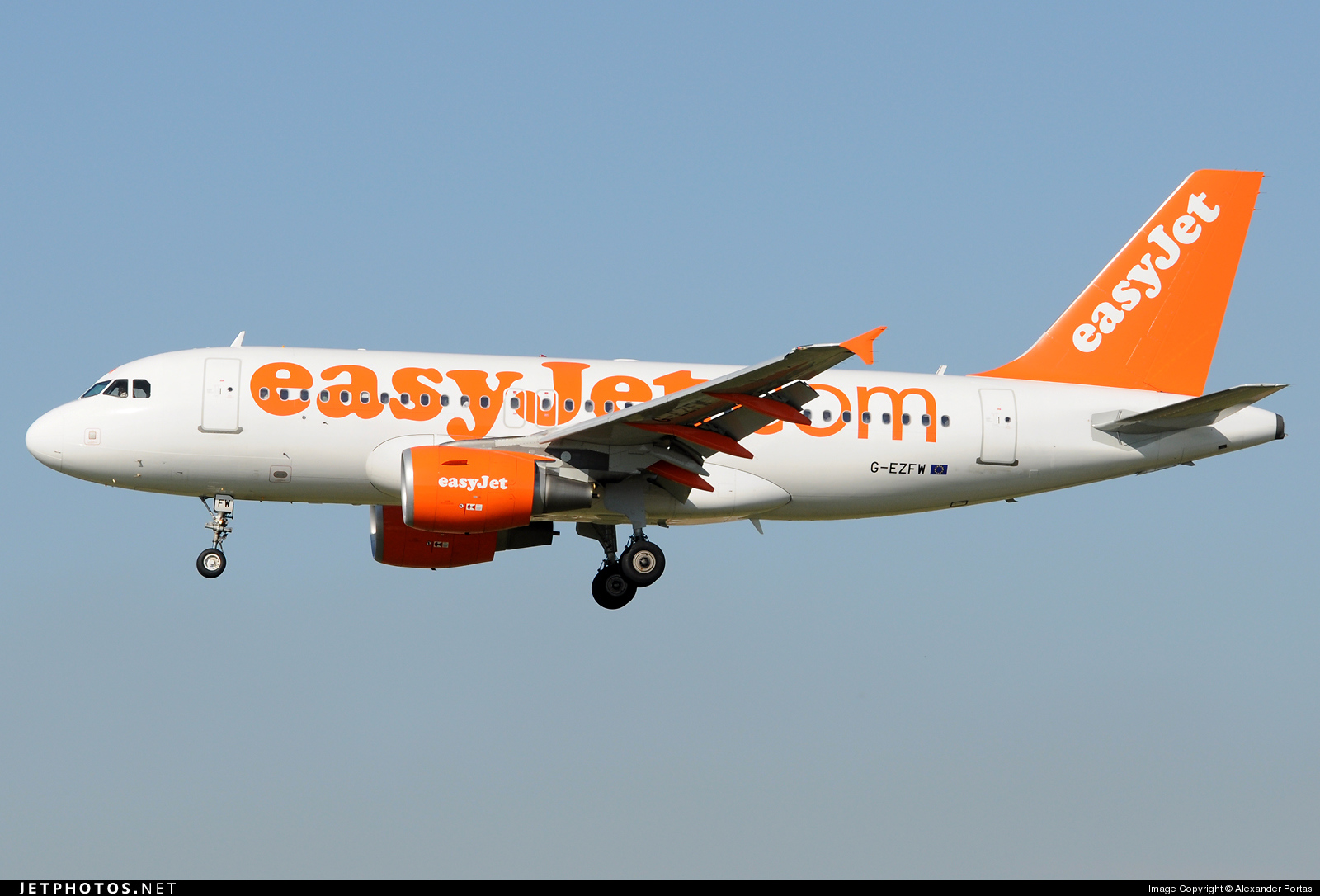 Photo of G-EZFW Airbus A319-111 by Alexander Portas