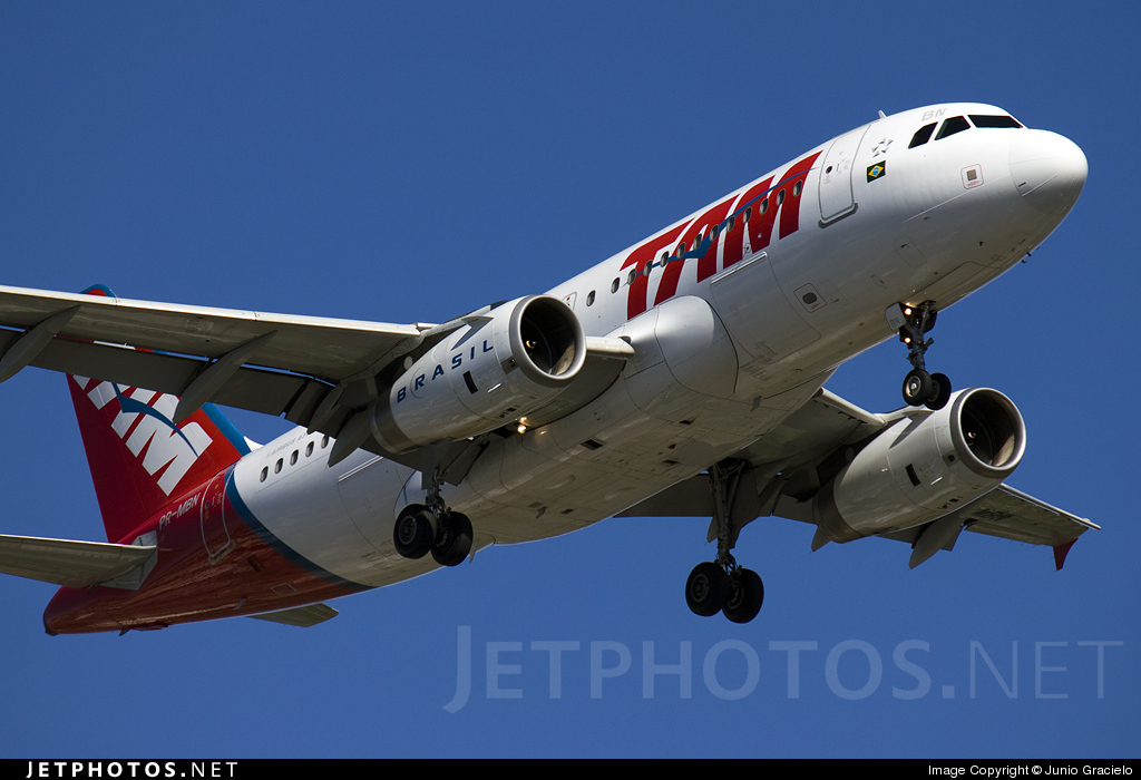 Photo of PR-MBN Airbus A319-132 by Junio Gracielo