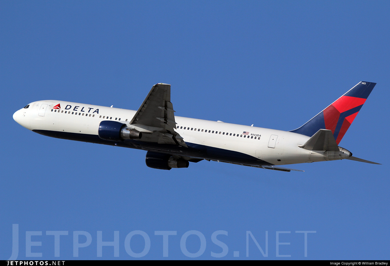 Photo of N143DA Boeing 767-332 by William Bradley