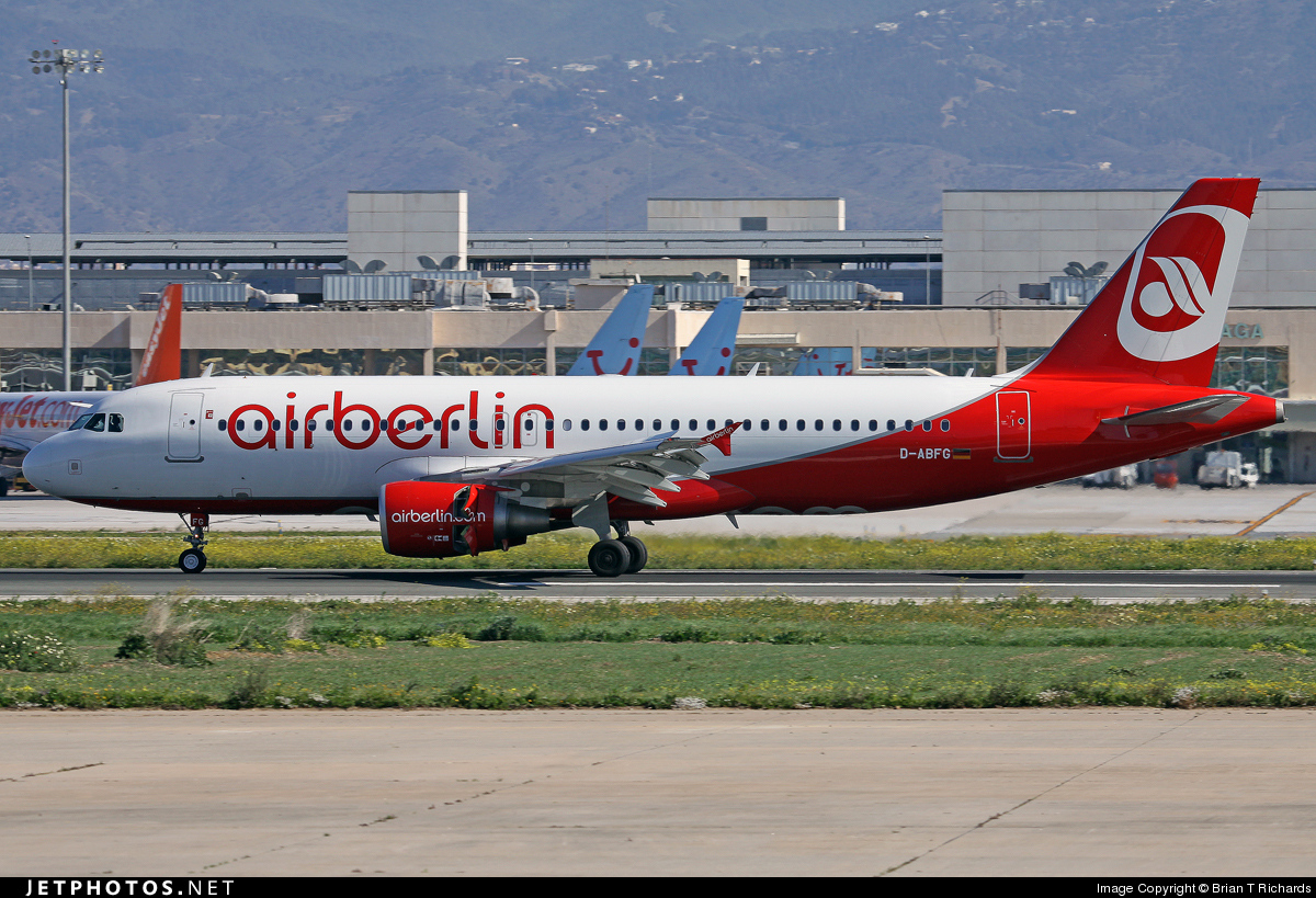Photo of D-ABFG Airbus A320-214 by Brian T Richards