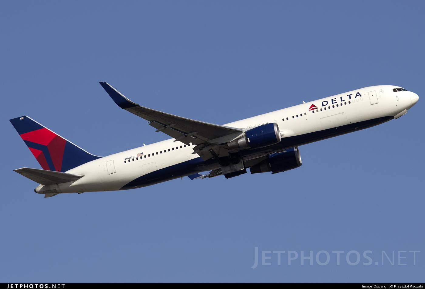 Photo of N1607B Boeing 767-332(ER) by Krzysztof Kaczala