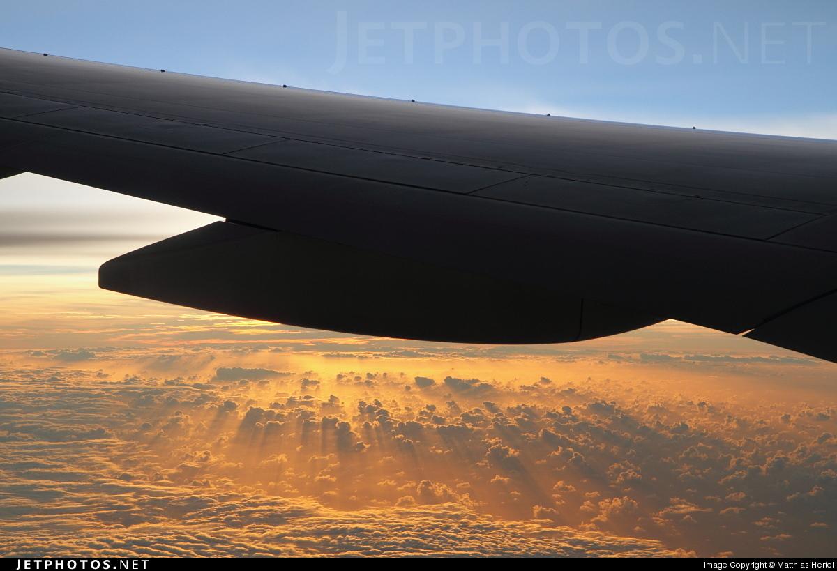 Photo of ZK-OKH Boeing 777-219(ER) by Matthias Hertel