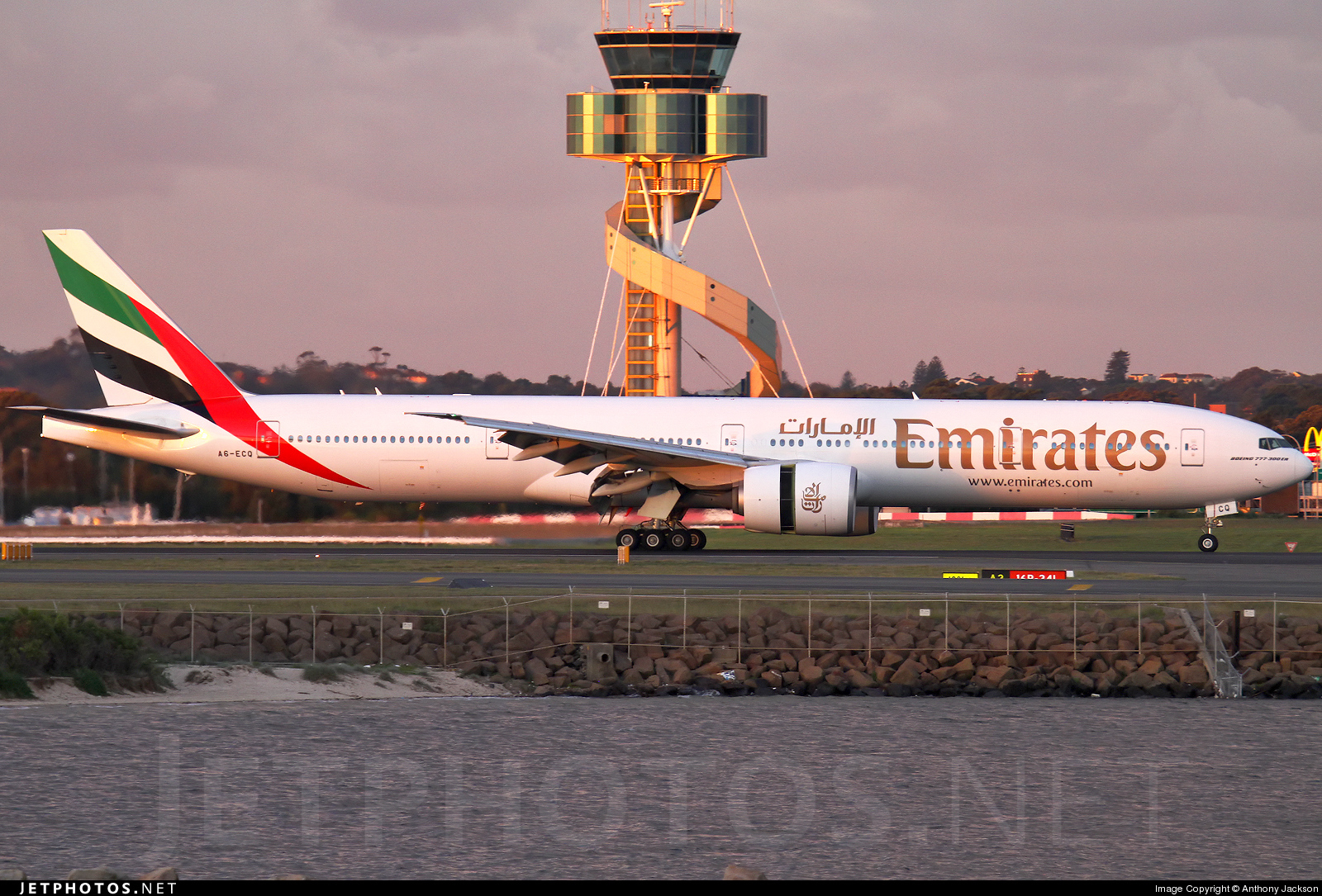 Photo of A6-ECQ Boeing 777-31HER by Anthony Jackson