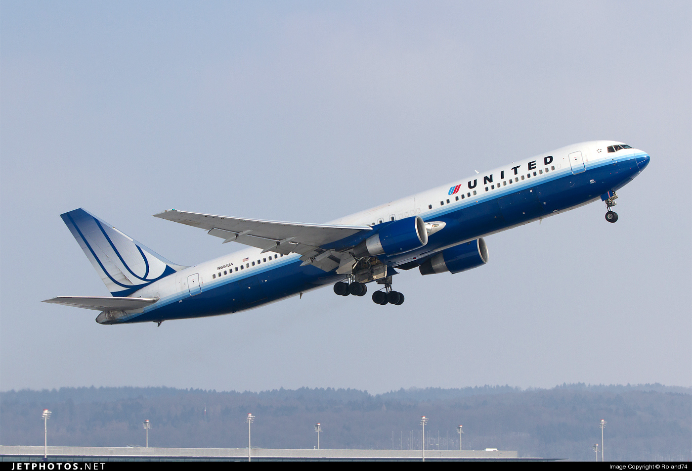 Photo of N651UA Boeing 767-322(ER) by Roland74