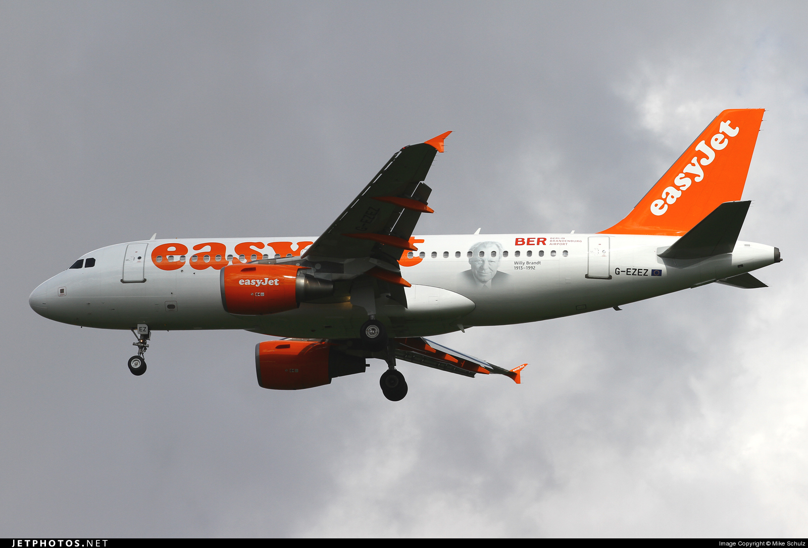Photo of G-EZEZ Airbus A319-111 by Mike Schulz