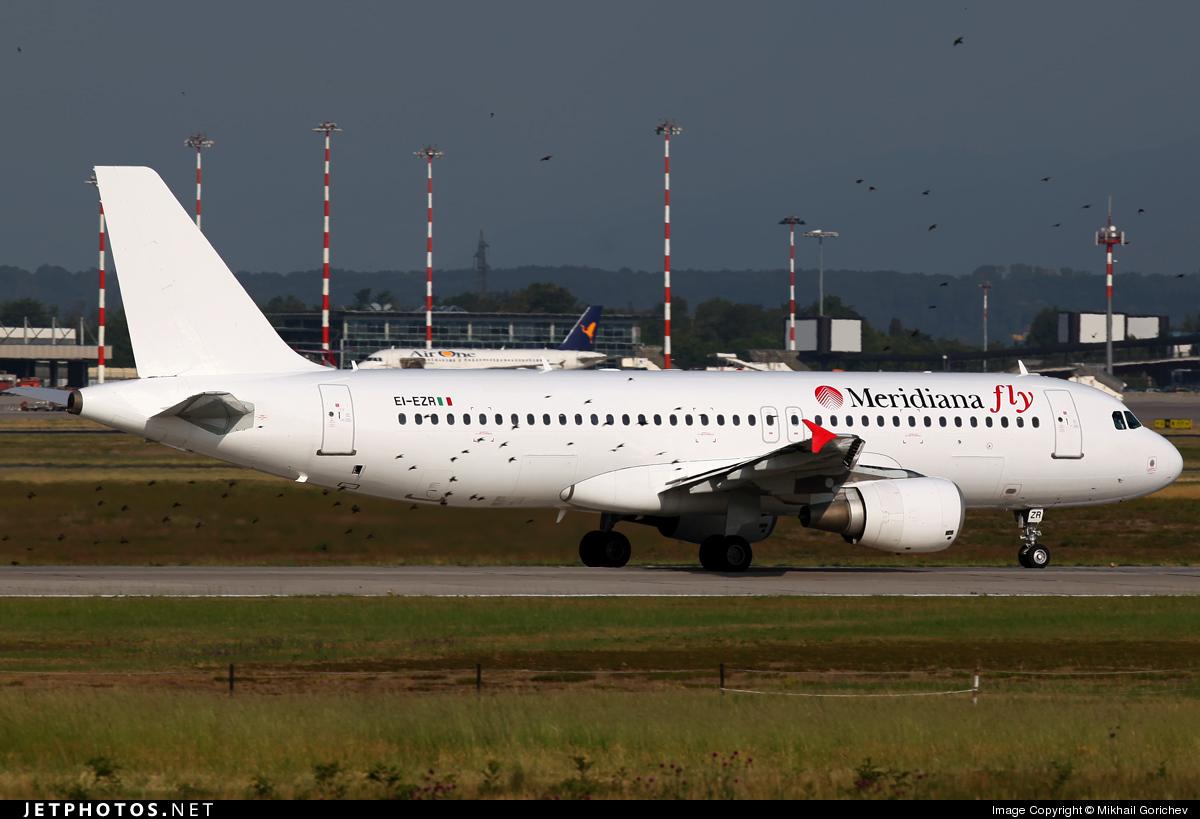 Photo of EI-EZR Airbus A320-214 by Mikhail Gorichev