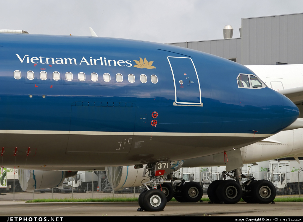 Photo of VN-A371 Airbus A330-223 by Jean-Charles Sautaux