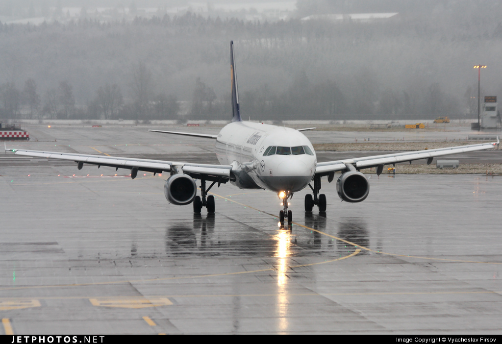 Photo of D-AIDI Airbus A321-231 by Vyacheslav Firsov