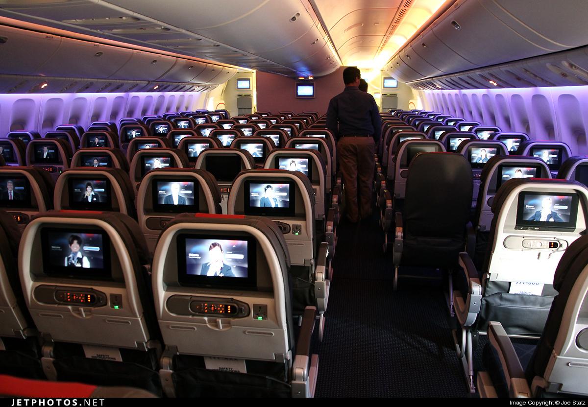 Photo of N719AN Boeing 777-323ER by Joe Statz
