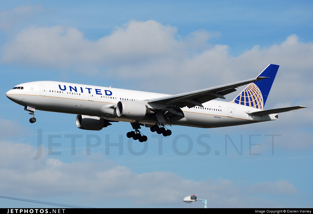 Photo of N223UA Boeing 777-222(ER) by Darren Varney
