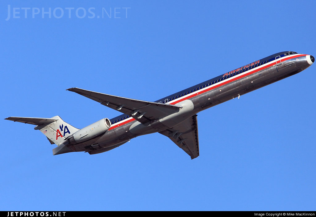 Photo of N567AM McDonnell Douglas MD-83 by Mike MacKinnon